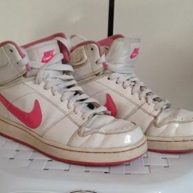 Růžovobílé boty Nike - foto č. 1