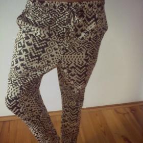 Béžovo černé kalhoty Amisu - foto č. 1