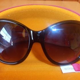 Černé sluneční brýle Avon - foto č. 1