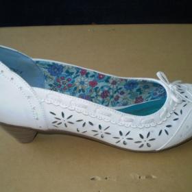 Bílé lodičky Graceland - foto č. 1