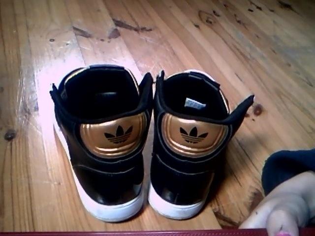 Černo zlaté kotníkové boty Adidas - Bazar Omlazení.cz c9bcc187197