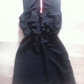 Černé šaty s volánkama Tally Weijl - foto č. 1