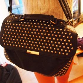 Černá kabelka s cvoky, hroty Stradivarius - foto č. 1