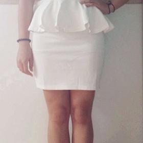 Bílé druhé šaty se sukýnkou Peplum - foto č. 1