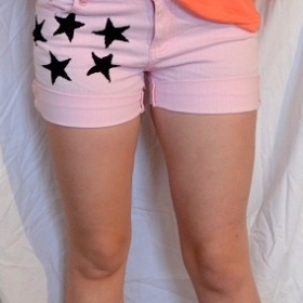 Růžové šorkty s hvězdami neznačkové - foto č. 1