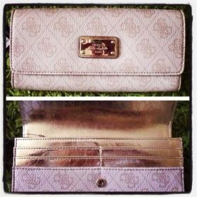 Krémově/bílá peněženka Guess - foto č. 1