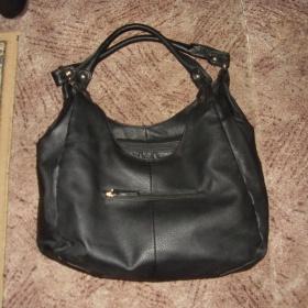 Černá prostorná kabelka neznačková - foto č. 1