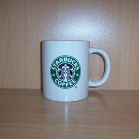 B�l�  hrnek s logem Starbucks - foto �. 1
