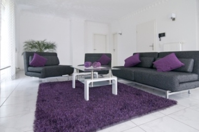 Ob vac pokoj lad n do fialova b la eda inspirace - Purple and black living room ideas ...