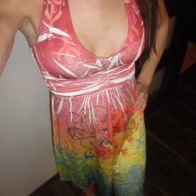 Barevné letní šaty Vila - foto č. 1