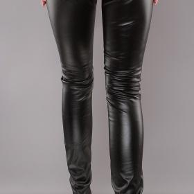 Černé koženkové kalhoty neznačková - foto č. 1