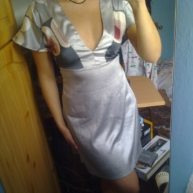 Stříbrné šaty s mašlí - foto č. 1