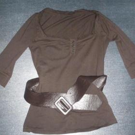 Tričko s páskem Bershka - foto č. 1