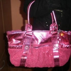 Lesklá růžová kabelka - foto č. 1