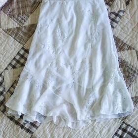 Bílá delší sukně neznačková - foto č. 1