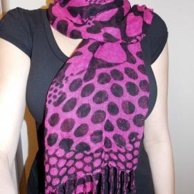 Růžovočerný dlouhý vzorovaný šátek neznačková - foto č. 1