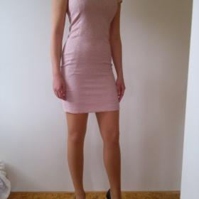 Růžové šaty Reserved - foto č. 1