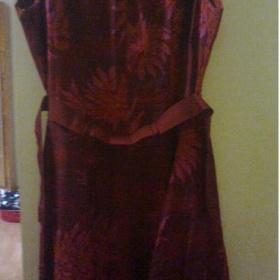 Tlumená červeň, s květinovým vzorem dámské letní šaty Jackpot - foto č. 1