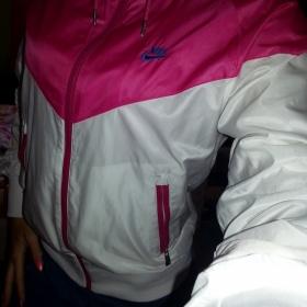 Růžovo bílá šusťáková bundička Nike - foto č. 1