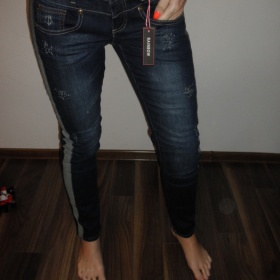 Tmavě modré džíny Bonprix - foto č. 1