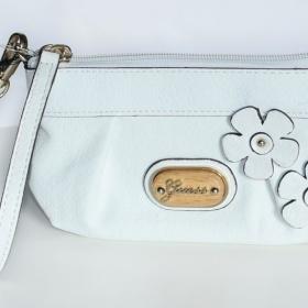 Bílá mini kabelka Guess - foto č. 1