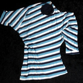 B�lo - modr� tri�ko nezna�kov� - foto �. 1
