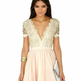 Krajkové šaty s nadýchanou sukní Missguided - foto č. 1