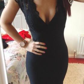 Bodycon mini šaty s krajkovým vrškem Lipsy - foto č. 1