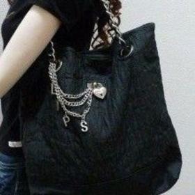 Černá kabelka s řetízkovými uchy Lipsy - foto č. 1