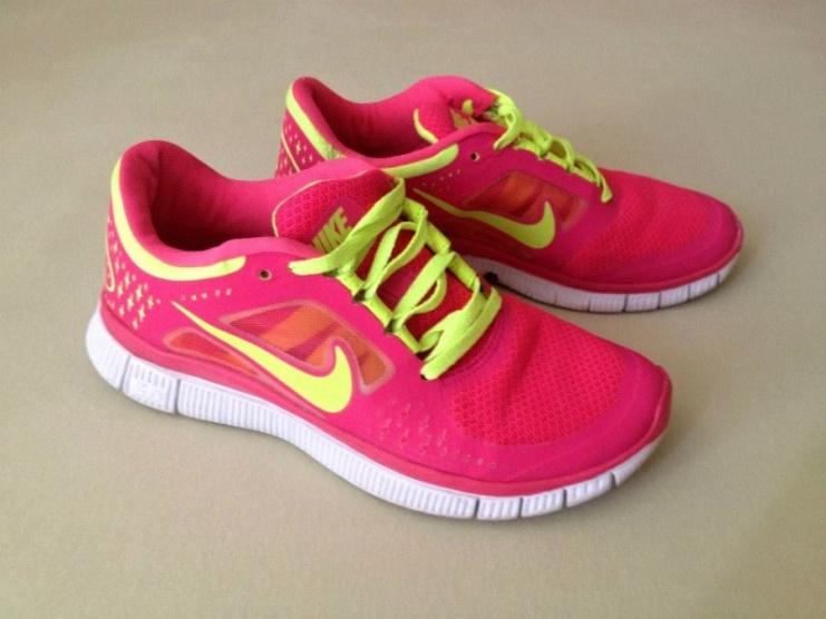 Sportovní růžově fosforové tenisky Nike Free Run - Bazar Omlazení.cz 447c57af0a6