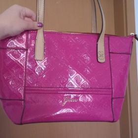 Růžová kabelka Guess Reiko Guess - foto č. 1