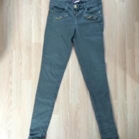Khaki kalhoty Bershka - foto �. 1