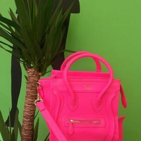 Neon pink kabelka neznačková - foto č. 1