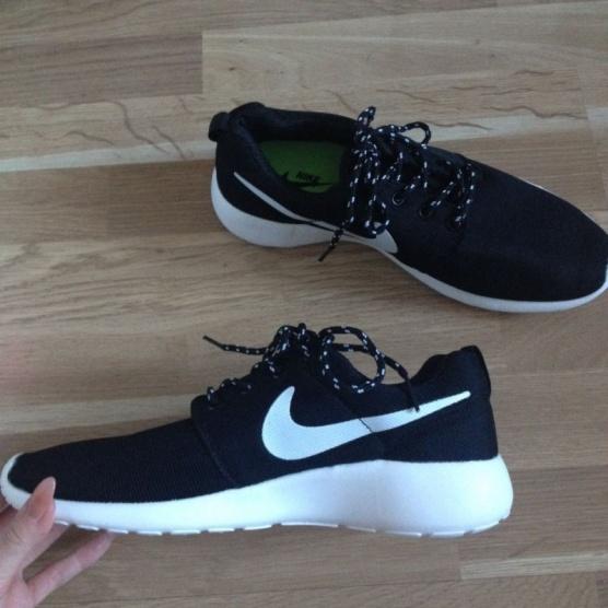 Tenisky Roshe Run Nike - Bazar Omlazení.cz 88d7566e902