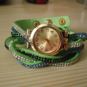 N�ramkov� hodinky s kam�nky zelen� nezna�kov�
