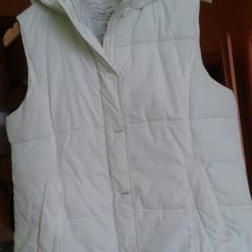 Bílá vesta s kapucí Cherokee - foto č. 1