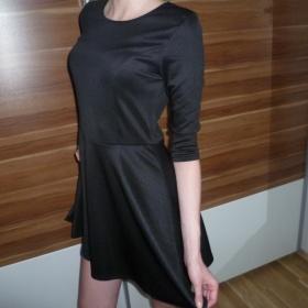 Zvonkové černé šaty neznačková - foto č. 1