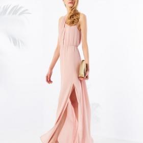 Světle růžové šaty, jaké zvolit doplňky?