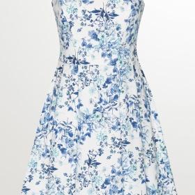 Hodí se šaty s květinovým vzorem na promoci?