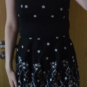 Černobílé květované šaty neznačková