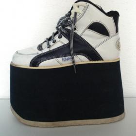 Extravagantní boty na 15 cm,platformě - foto č. 1