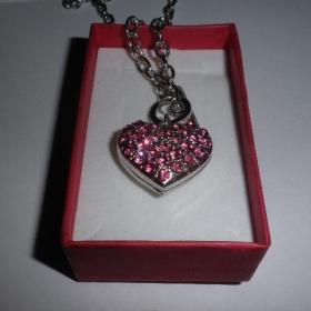 Náhrdelník srdce růžovými kamínky - foto č. 1