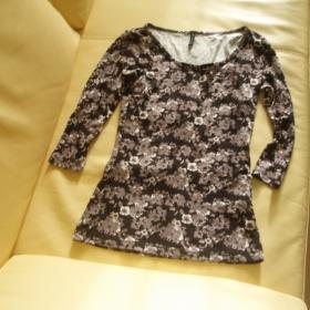 Květované fialkovo černé tričko s dlouhým rukávem Amisu - foto č. 1