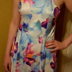 Květované šaty A