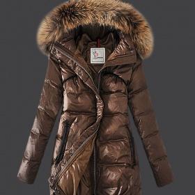 Zimní bunda s velkým kožešinovým límcem