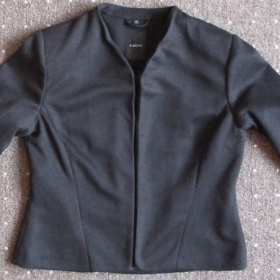 Dámské černé sako blejzr B.young