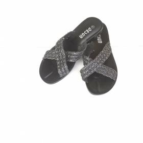 Lesklé černé pantofle H@M