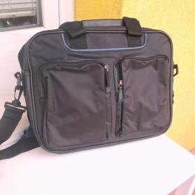 Černá pevná taška s popruhem na NTB Oriflame