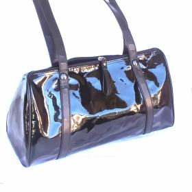 Černá lakovaná kabelka Atmosphere