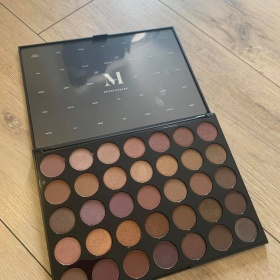 35T Taupe  Eyeshadow Palette Morphe